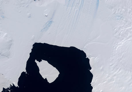 Huge Iceberg Broken Off From Pine Island Glacier