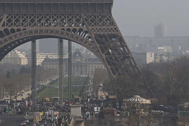 air pollution in paris big picture environment the guardian. Black Bedroom Furniture Sets. Home Design Ideas