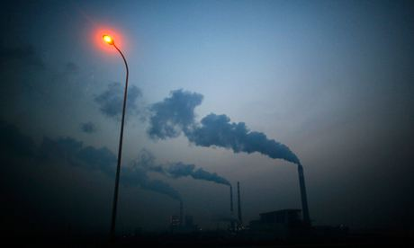 Greenhouse gas emissions : Smoke rises from chimneys of a coal power plant near Shanghai