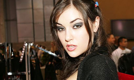 بازیگران پورن استار http://www.guardian.co.uk/film/2008/oct/16/steven-soderbergh-sasha-grey-girlfriend-experience