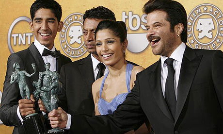 Cast of Slumdog Millionaire with their SAG award for best cast