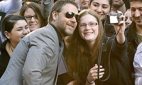 Russell Crowe with fans at the UK premiere of State of Play in London