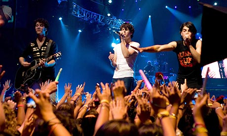 Scene from Jonas Brothers: The 3D Concert Experience