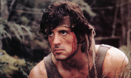 Sylvester Stallone as Rambo in First Blood. Quitter .