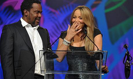 Mariah Carey receives her breakthrough performance award from Precious director Lee Daniels