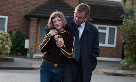 Eloise Laurence och Tim Roth i rollerna som Skunk och Archie