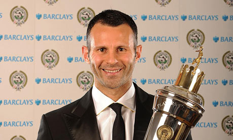 http://static.guim.co.uk/sys-images/Football/Clubs/Club%20Home/2009/4/26/1240785383212/Ryan-Giggs-with-his-Playe-001.jpg