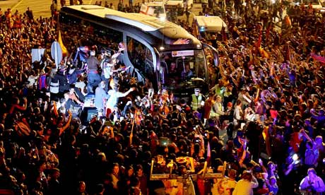 Barcelona's bus is welcomed home by supporters