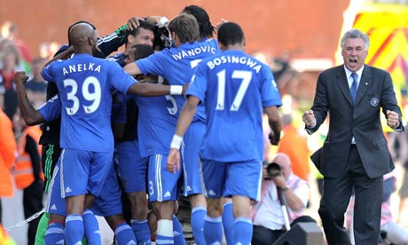 Chelsea's manager Carlo Ancelotti celebrates with his team after Florent Malouda's late goal