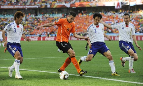 http://static.guim.co.uk/sys-images/Football/Clubs/Club_Home/2010/6/20/1277047009212/Robin-van-Persie-006.jpg