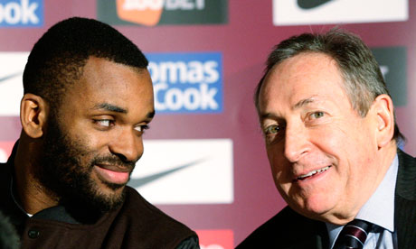 Darren Bent and Gérard Houllier at the striker's unveiling as an Aston Villa player yesterday
