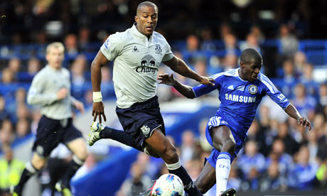 Everton's Sylvain Distin (L) and Chelsea's Ramires