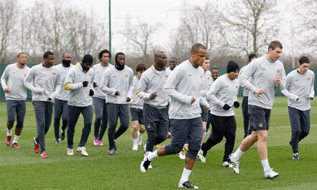 You won't catch Dzeko in gloves: Manchester City players train at Carrington