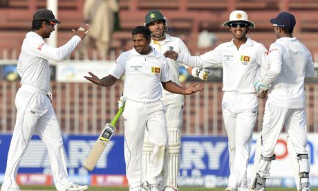 Sri Lankan bowler Rangana Herath (2L) ce