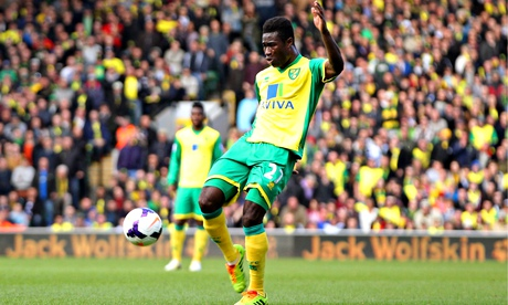 Norwich City's Alexander Tettey scores in the Premier League match against Sunderland at Carrow Road
