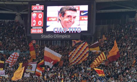 Fans of Serie A sides Roma and AC Milan paid tribute to the former Barcelona coach Tito Vilanova