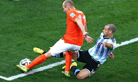 Javier Mascherano tackles Arjen Robben