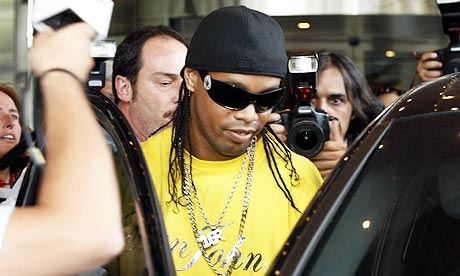 Party boy Ronaldinho whips out his bongos in Paris (video)