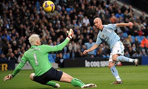 Stephen Ireland scores for Manchester City against Arsenal