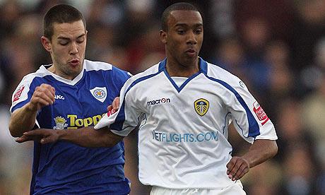 Leeds United's Fabian Delph and Leicester City's Matt Fryatt battle for the ball