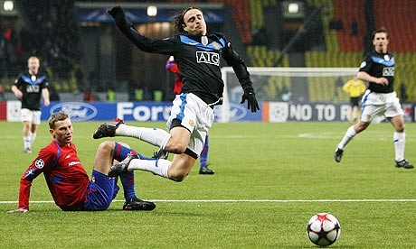 Berbatov goes down in the box