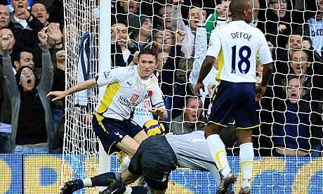 Robbie Keane celebrates scoring Tottenham's opening goal against Sunderland