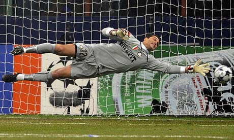 Goleiro Julio Cesar Diving