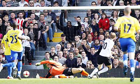 Erik Nevland scores for Fulham against Stoke City