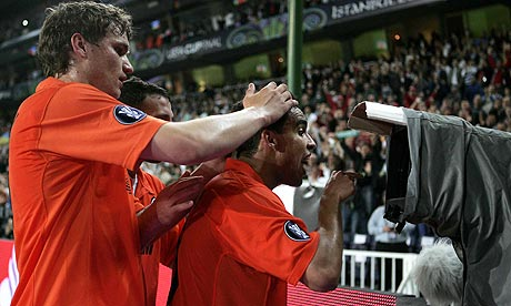 Jadson of Shakhtar Donetsk celebrates