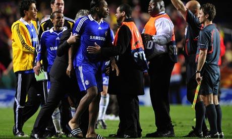 didier drogba body. Didier Drogba argues with