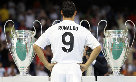 http://static.guim.co.uk/sys-images/Football/Pix/pictures/2009/7/6/1246913163388/Cristiano-Ronaldo-poses-w-001.jpg