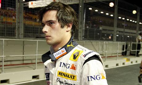 Renault F1, equipe histórica de Formula 1 de 2008 - Nelsinho Piquet após a batida - by theguardian.com