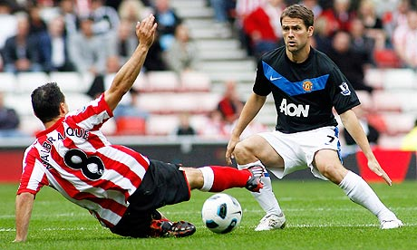 Manchester United's Michael Owen and Sunderland's Steed Malbranque