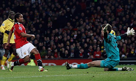Wojciech Szczesny saves Anderson's shot during Arsenal's loss to Manchester United