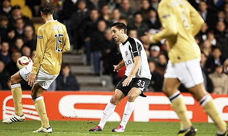 Clint Dempsey chips Fulha 001 Fabulous Fulham Send The Old Lady Crashing Out Of Europe