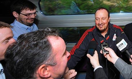 Rafa Benitez gives a press conference on Atletico Liverpool on a public train (video)