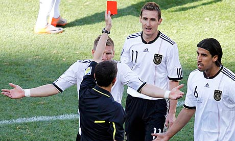 Referee Alberto Undiano shows the red card to Miroslav Klose