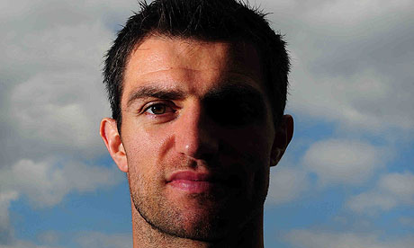 http://static.guim.co.uk/sys-images/Football/Pix/pictures/2010/9/5/1283698223301/Aaron-Hughes-006.jpg