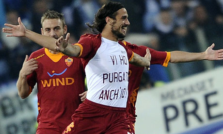 AS Roma's Pablo Daniel Osvaldo jubilates after scoring