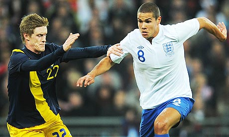 Rasmus Elm goes toe to toe with Jack Rodwell