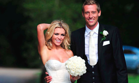 http://static.guim.co.uk/sys-images/Football/Pix/pictures/2011/6/30/1309464583351/Peter-Crouch-and-Abbey-Cl-007.jpg