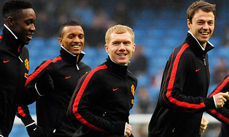 Paul Scholes warms up