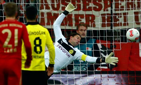 Roman Weidenfeller makes one of a host of saves against Bayern Munich