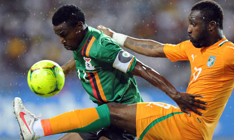 Zambia's captain Christopher Katongo (L) vies with Ivory Coast defender Souleman Bamba