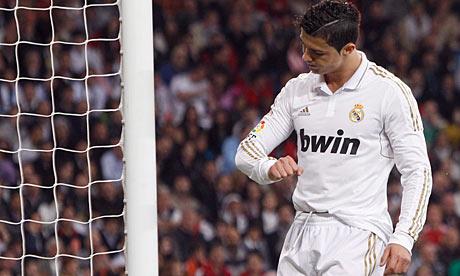 Cristiano ronaldo 39 s disgraceful dive pepe kicks arbeloa real madrid 0 valencia 0 101 - Cristiano ronaldo dive ...