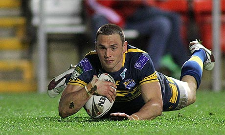 Kevin Sinfield scores Leeds' ninth try