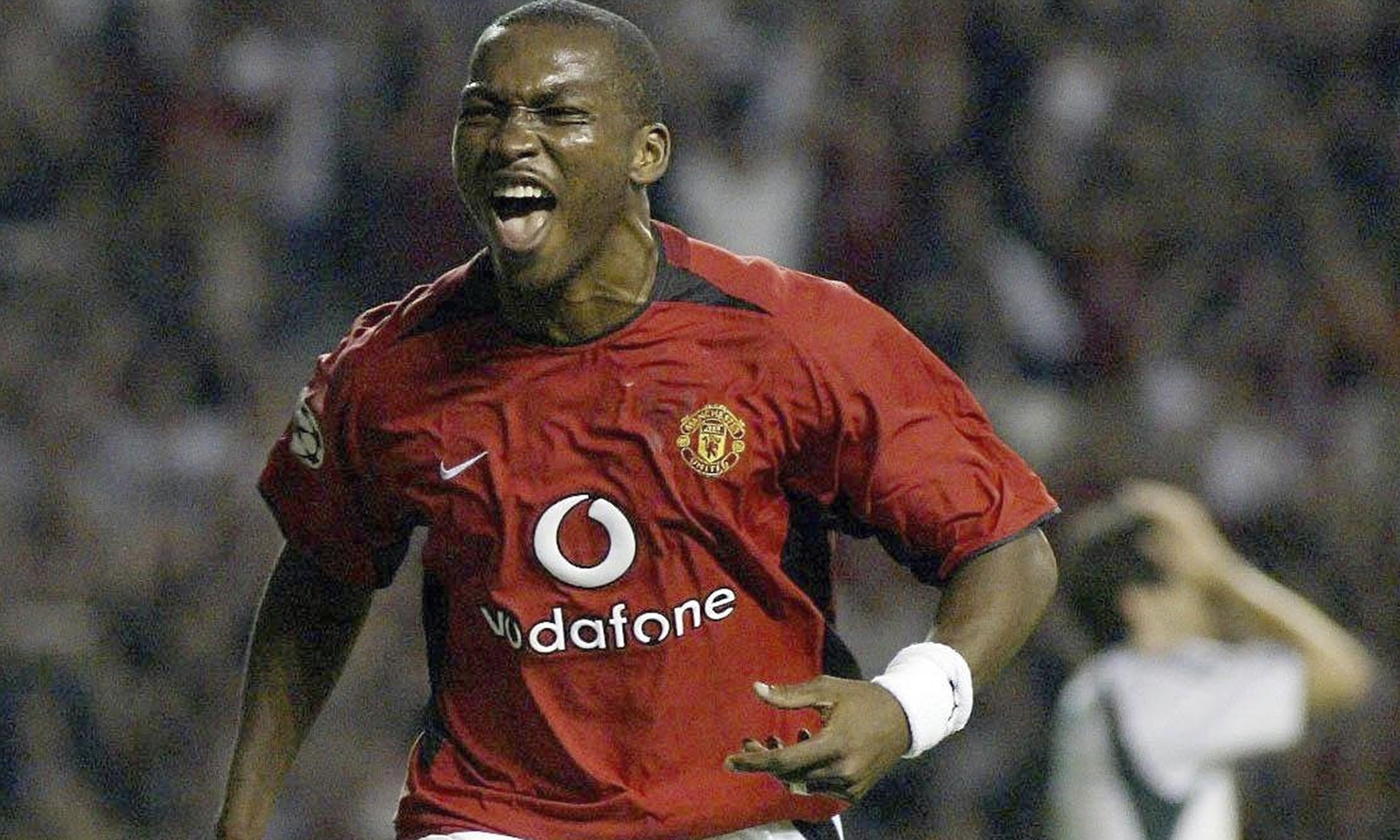 http://static.guim.co.uk/sys-images/Football/Pix/pictures/2013/11/16/1384605589248/Eric-Djemba-Djemba-former-014.jpg