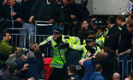 Incidente - Pagina 2 Millwall-008