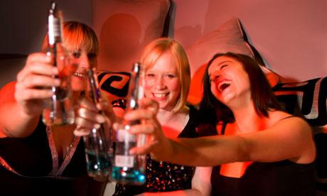 Girls-bar-drinking-alcoho-007.jpg