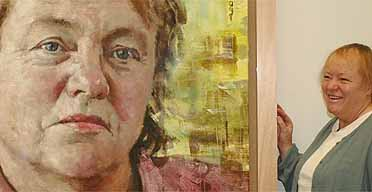 Mo Mowlam next to her portrait